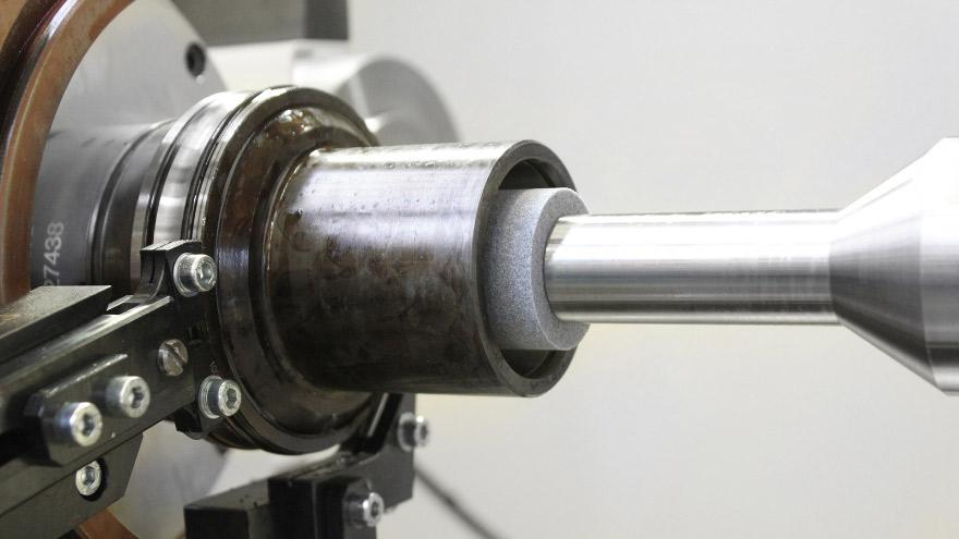 Lavorazione degli anelli dei cuscinetti per il settore automobilistico
