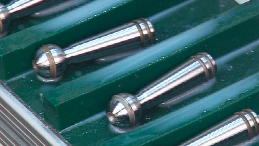 Lavorazione di pistoni per il settore idraulico